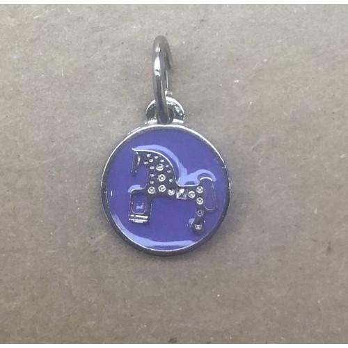 Mini colgante Caballo de Soria. Esmalte morado.1.2 cm diametro