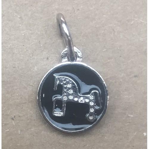 Colgante Caballo de Soria. Esmalte negro. 1,8 cm diámetro.