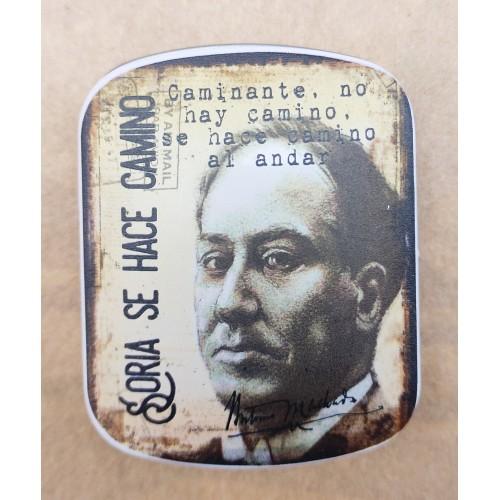 Caja metálica de Machado con caramelos de menta