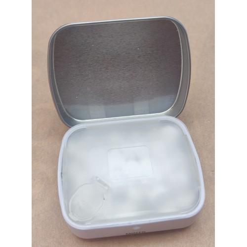 Caja metálica de Bécquer con caramelos de menta