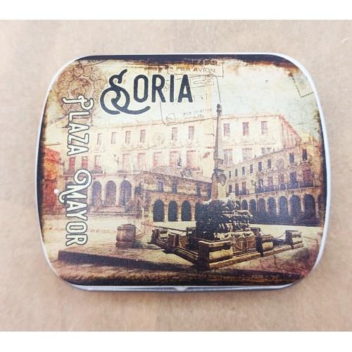 Caja metálica de la Plaza Mayor de Soria con caramelos de menta