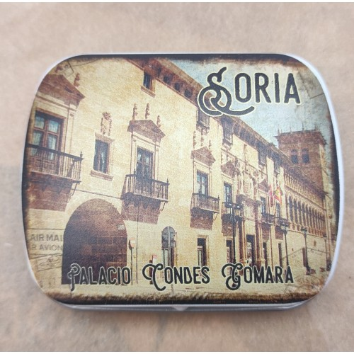 Caja metálica del Palacio de los Condes de Gómara con caramelos de menta