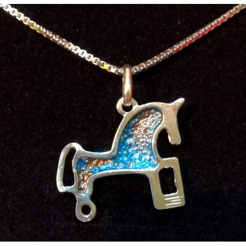 Colgante plata con pigmentos azules y cadena