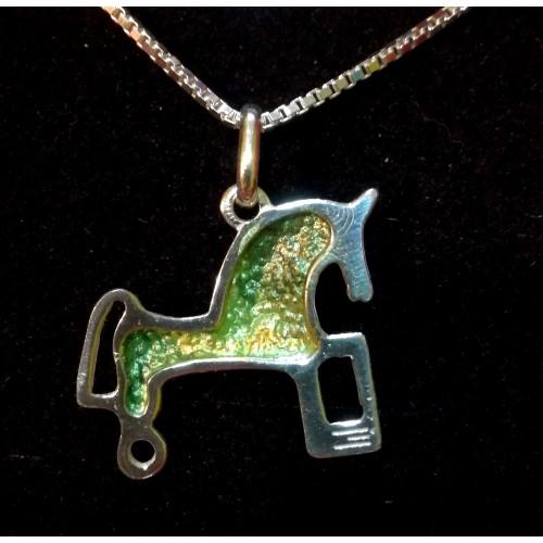Colgante plata con pigmentos verdes y cadena