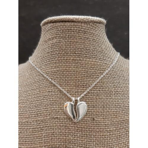 Colgante corazón partido pequeño y cadena de plata